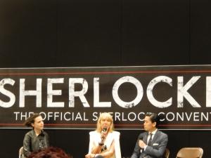 Sarah Arthur( création costumes) au centre, durant son talk avec l'équipe du site Sherlockology