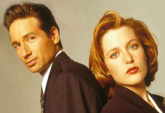 2048x1536-fit_david-duchovny-gillian-anderson-x-files-1995