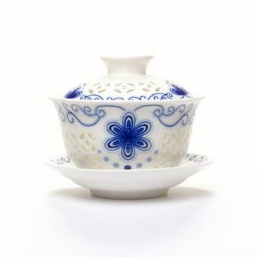 Gaiwan pour la technique d'infusion chinoise. Source Camellia Sinensis Maison de thé. http://camellia-sinensis.com/fr/gaiwan-blue-sky